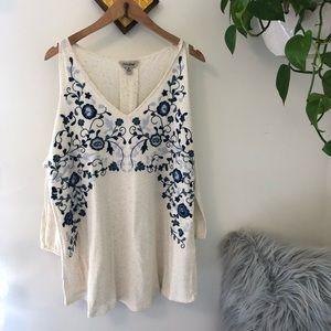 NWOT LUCKY cream floral cold shoulder top💙